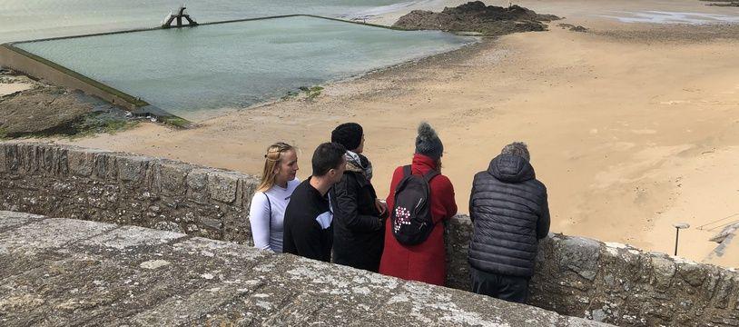 En ce premier jour de déconfinement, certains ont profité des charmes de Saint-Malo.
