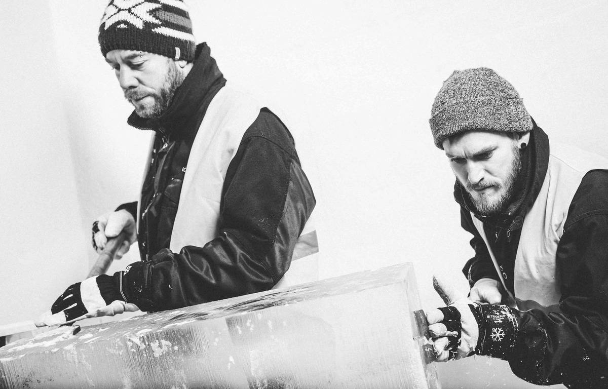 La suite confort de l'IcedHotel Jukkasjärvi en Suède, réalisés par Luc Voisin et Mathieu Brison, deux architectes lyonnais. – Ateliers KumQuat