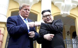 Les sosies de Donald Trump et de Kim Jong-un, Russell White et Howard X, à Hanoï le 22 février 2019.