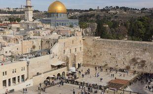 Le dôme du Rocher et le mur des Lamentations à Jérusalem.