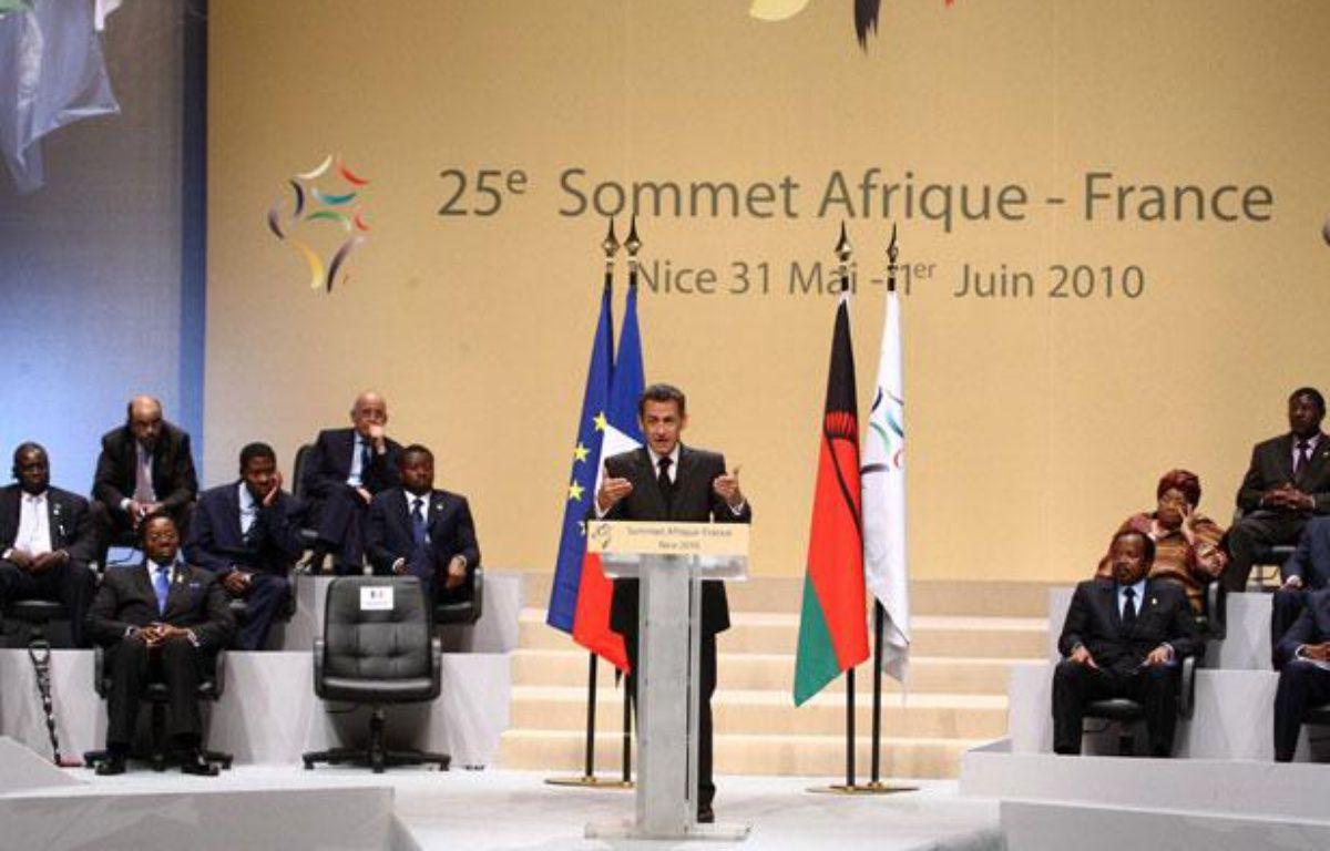 Le président de la République Nicolas Sarkozy à la tribune durant la clôture du 25e sommet Afrique-France, à Nice, le 1er juin 2010. – LUDOVIC-POOL/SIPA