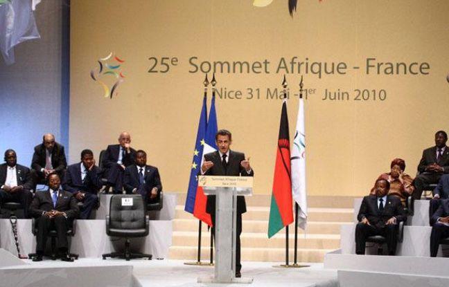 Le président de la République Nicolas Sarkozy à la tribune durant la clôture du 25e sommet Afrique-France, à Nice, le 1er juin 2010.