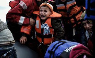 """Un Français sur deux considère également que les migrations pour """"sécurité économique et sociale"""" sont plus """"crédibles"""" que """"la recherche de refuge""""."""