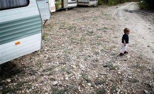 Quelque 230 Roms, essentiellement Roumains, ont été évacués mardi matin dans le calme du terrain qu'ils occupaient depuis quelques semaines à Vénissieux (Rhône).
