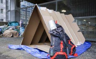 Une vingtaine d'abris en carton conçus sur le principe de l'origami, technique japonaise de pliage de papier, vont être distribués aux sans-abrià Bruxelles.