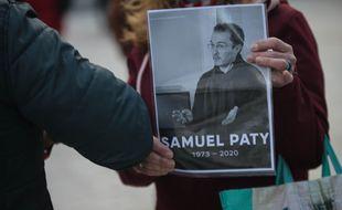 Une photo de Samuel Paty, lors de l'hommage qui lui a été rendu le 21 octobre (illustration)