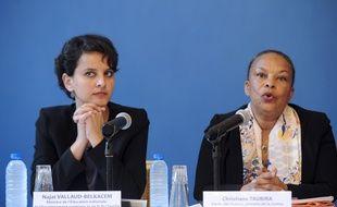 Najat Vallaud-Belkacem et Christiane Taubira lors de la conférence de presse sur les scandales de pédophilie à l'école, le 4 mai 2015 à Grenoble.