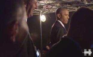 Barack Obama s'échauffe backstage.