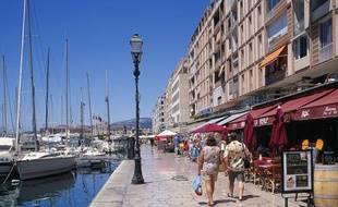 Le port de la ville de Toulon dans le Var.