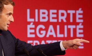 Emmanuel Macron aux Mureaux.