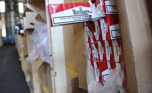 Des cartouches de cigarettes saisies par les douaniers français. Illustration.