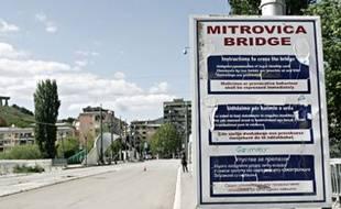 Le pont sur l'Ibar, qui sépare Mitrovica nord et sud. Les élections législatives serbes ont lieu le 11 mai 2008.
