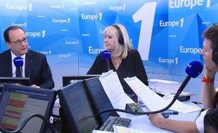 François Hollande, face à Thomas Sotto, sur Europe 1, le 17 mai 2016.