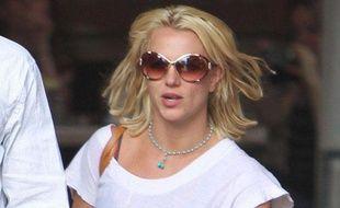 Britney Spears sort du restaurant Abbey, à West Hollywood, le 10 mai 2010.