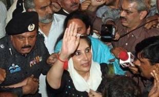 Les autorités pakistanaises ont levé dans la nuit de jeudi à vendredi l'assignation à résidence de l'ex-Premier ministre Benazir Bhutto, a déclaré à l'AFP un haut responsable provincial.