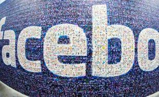 Le réseau social américain Facebook, fort de son milliard et demi d'utilisateurs actifs, a dépassé pour la première fois jeudi la barre des 300 milliards de dollars de valorisation boursière