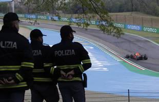 Le pilote néerlandais Max Verstappen (Red Bull) lors du Grand Prix de Formule 1 d'Émilie-Romagne, sur le circuit d'Imola, en Italie, le dimanche 18 avril 2021.
