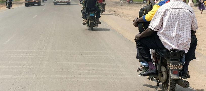 Au moins 37 personnes, dont 10 femmes et quatre enfants, ont été tuées dimanche dans la collision d'un bus contre un camion dans le centre du Cameroun. (Photo illustration).