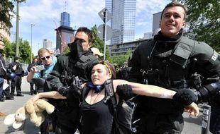 Plus de 400 personnes ont été interpellées vendredi à Francfort pour avoir participé à des manifestations anti-capitalistes interdites par la municipalité, a annoncé la police.