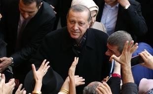 Recep Tayyip Erdogan à la sortie d'un bureau de vote d'Istanbul, le 1er novembre 2015.
