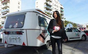 L'Azuréenne Esther Ly a installé son salon d'esthétique dans une caravane.