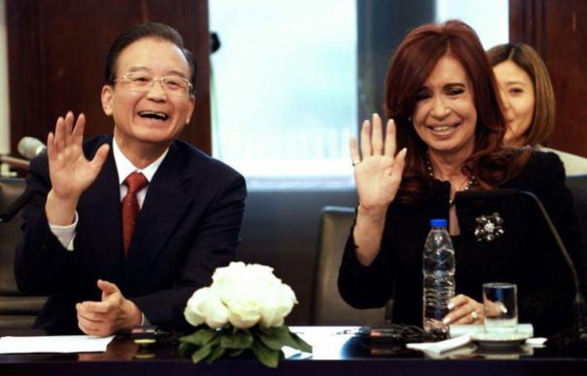 L'Argentine et la Chine ont signé lundi des accords portant notamment sur une coopération dans le domaine de l'énergie nucléaire, lors d'une cérémonie à la présidence argentine, en présence du Premier ministre chinois Wen Jiabao et de la présidente Cristina Kirchner. – Daniel Garcia afp.com