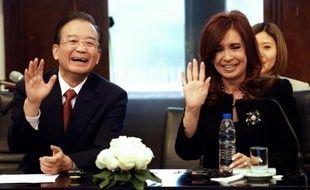 L'Argentine et la Chine ont signé lundi des accords portant notamment sur une coopération dans le domaine de l'énergie nucléaire, lors d'une cérémonie à la présidence argentine, en présence du Premier ministre chinois Wen Jiabao et de la présidente Cristina Kirchner.