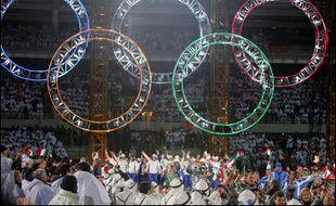 Le rideau est définitivement tombé, dimanche, sur les Jeux de Turin à l'issue d'une cérémonie de clôture au stade olympique où la fête, grandiose, a pris par instants des accents nostalgiques avant le passage de relais à Vancouver-2010.