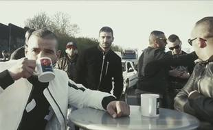 Le rappeur Fianso buvant un coup sur l'A3.