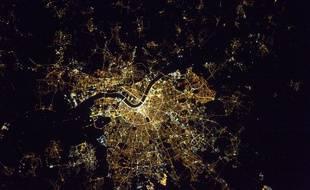 Le dernier cliché de l'astronaute Français offre une vue depuis l'espace de la capitale Girondine la nuit.