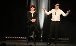Extrait du nouveau spectacle. Il faut retrouver qui est Nicolas Sarkozy et qui est Carla Bruni.