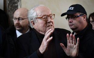 Jean-Marie Le Pen, le 11 décembre 2017 devant le palais de justice de Versailles.