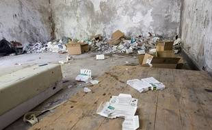 Une ancienne école du quartier de sainte marthe est squatée par des toxicomanes qui se piquent dans des conditions d' hygiène déplorables à Marseille, en 2013.