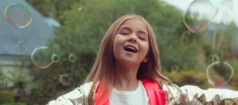 Valentina dans le clip de sa chanson J'imagine.