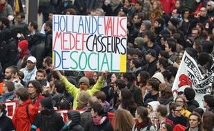 Les manifestants contre la loi Travail à Paris, le 19 mai 2016.
