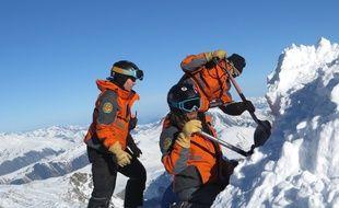 Plusieurs personnes ont perdu la vie cette semaine dans les Alpes, emportées par des avalanches. Illustration.
