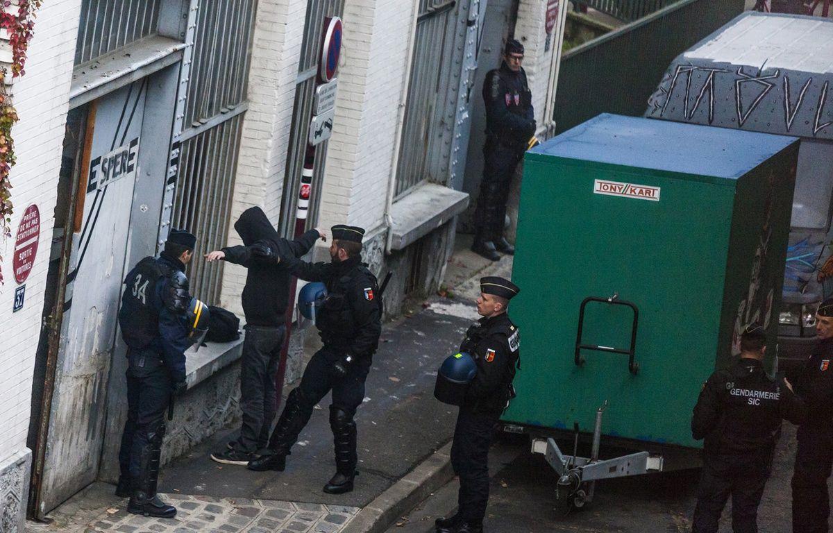 Perquisition d'un squat au Pré-Saint-Gervais le 27 novembre dernier.  – LAURENT EMMANUEL / AFP