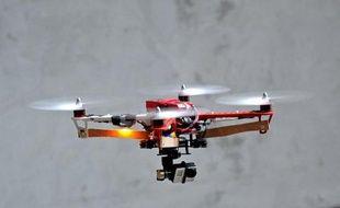 Un prototype de drone fabriquée par Squadrone System équipée d'une caméra GoPro est testée le 2 juillet 2014