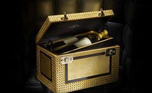 """""""L'unique"""", est un coffret doré à l'or fin, comportant quatre bouteilles de château Yquem 1893"""