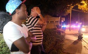 La population sous le choc après la fusillade dans une boîte de nuit gay à Orlando en Floride