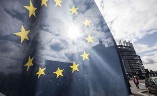 Un drapeau devant le Parlement européen à Strasbourg.