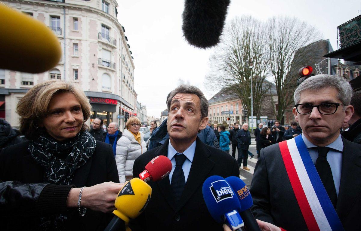 Nicolas Sarkozy, Valérie Pécresse et Fréderic Valletoux, maire de Fontainebleau, arrivant à la messe de réparation dans l'église Saint Louis de Fontainebleau, après un incendie de cette église, le 24 janvier 2016. – LOISON VINCENT/SIPA