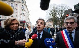 Nicolas Sarkozy, Valérie Pécresse et Fréderic Valletoux, maire de Fontainebleau, arrivant à la messe de réparation dans l'église Saint Louis de Fontainebleau, après un incendie de cette église, le 24 janvier 2016.