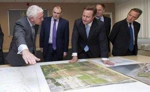 Londres et le géant français EDF, allié à des groupes chinois, ont officialisé lundi un accord portant sur la construction de deux réacteurs nucléaires EPR au Royaume-Uni, marquant ainsi le coup d'envoi du renouvellement du parc britannique.