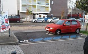 Depuis lundi 20 février, les parents de l'école Olympe-de-Gouges, à Toulouse, surveillent de près l'unique place