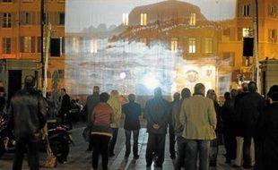 Le spectacle de Hans Silvester à l'eau, d'une durée de 20 minutes, est organisé sur le cours d'Estienne d'Orves (1er).