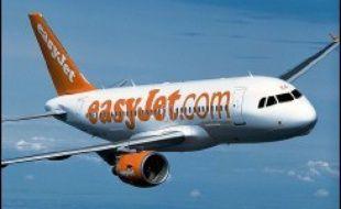 La deuxième compagnie aérienne à bas prix en Europe, la britannique easyJet, a annoncé mardi la commande de 52 nouveaux Airbus grâce à des bénéfices record cette année, afin de soutenir la croissance de son trafic.