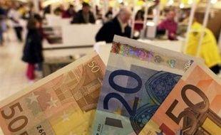 Le virus de la grippe peut survivre plus de deux semaines sur un billet de banque, selon une étude de scientifiques genevois effectuée à la demande d'une banque suisse. inquiète de la possibilité de la propagation d'une éventuelle pandémie grippale