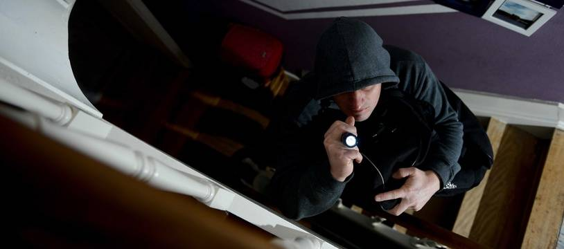 Un voleur lors d'un cambriolage (Illustration).