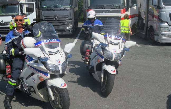 Motorcycle policemen receive precise information to identify offending motorists.